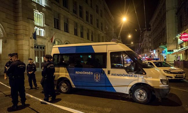 A körúti hajsza folytatódik, minden lakásba bekopog egy rendőr