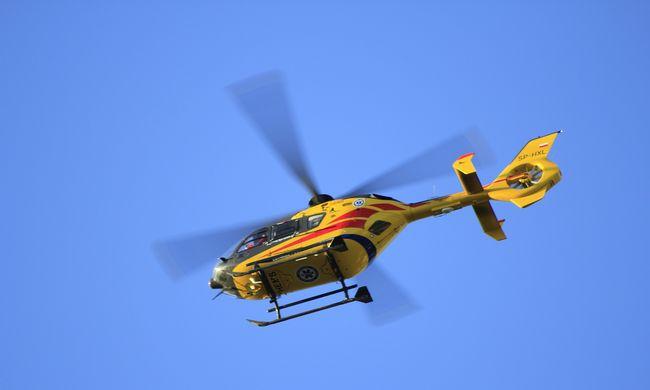 Hatéves gyerekhez riasztottak mentőhelikoptert, súlyosan megsérült