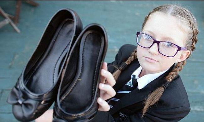 Masni volt a cipőjén, kitiltották az iskolából