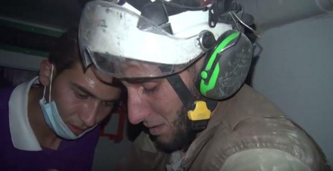 Könnyekben törtek ki a mentősök is: egy csecsemőt sikerült megmenteni