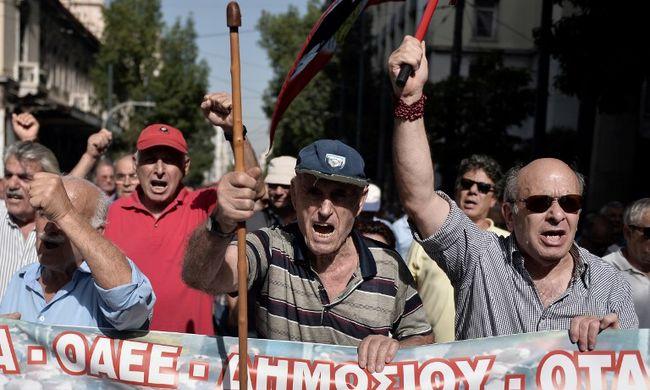 Paprikaspray-t fújtak a nyugdíjasokra a rendőrök