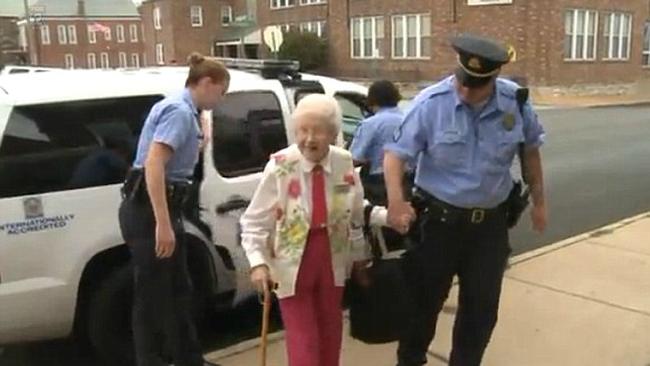 Letartóztatták a 102 éves nénit, aki a bakancslistáját teljesítette
