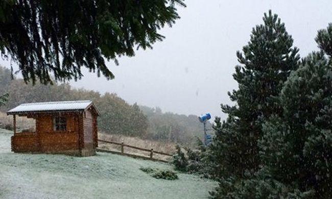 Itt a bizonyíték: kora reggel már szakadt a hó a Mátrában