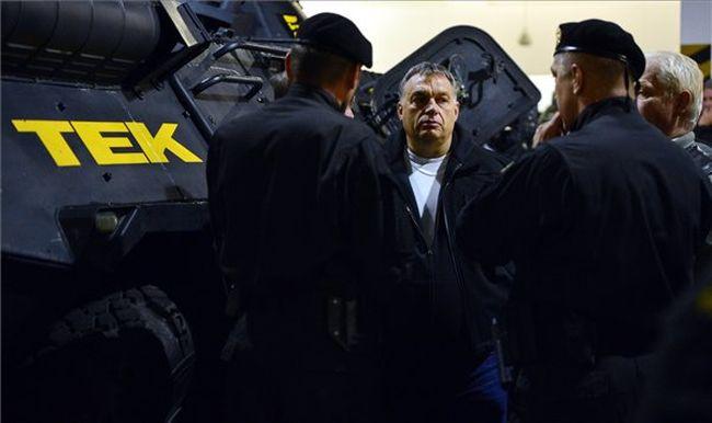 Ezt mondta Orbán Viktor, miután megnézte a TEK éjszakai gyakorlatát