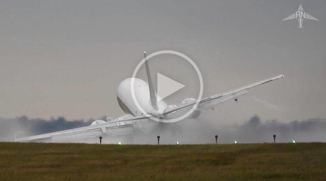 Az óriásgépet földhöz vágta a szél! - videó