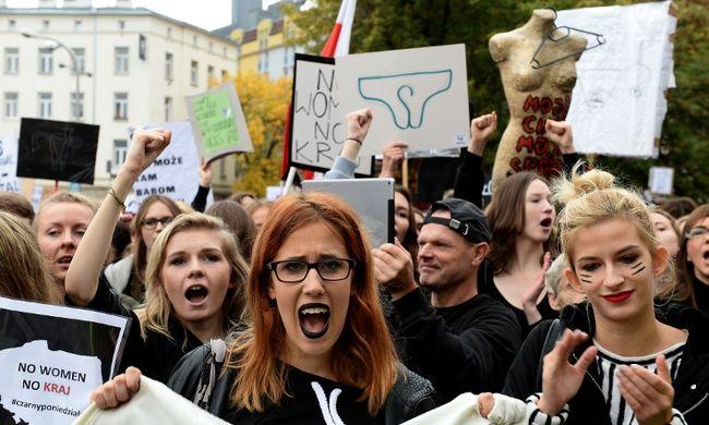 Győztek a nők - nem tiltják be az abortuszt