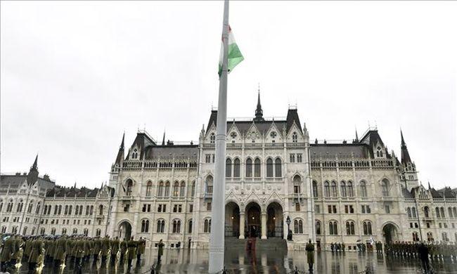 Vértanúhalált halt magyarokat gyászol az ország