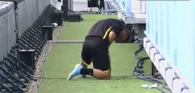 Meccsen pisilt a kapus, ezért gól kapott! - videó