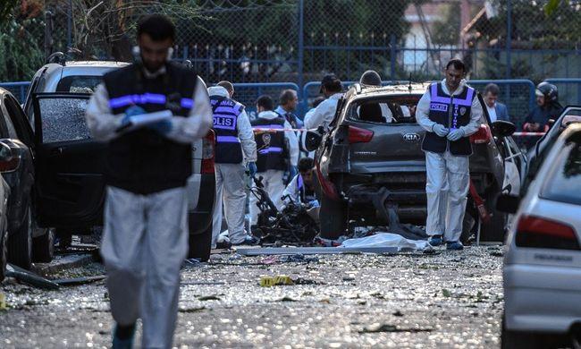 Rendőrségi akció alatt robbantottak az öngyilkos merénylők