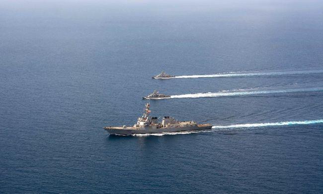 Rakéták közelítették meg az amerikai hajót
