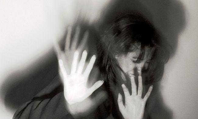 A buszmegállóban próbálták meg megerőszakolni a nőt