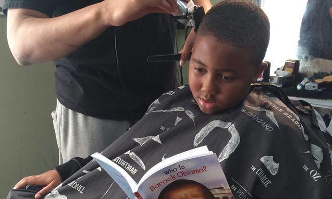 Olcsóbban nyír a fodrász, ha a gyerekek felolvasnak