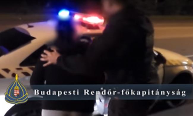 Budapesti buszon rabolt a lánytól, utána meg is tépte - videó