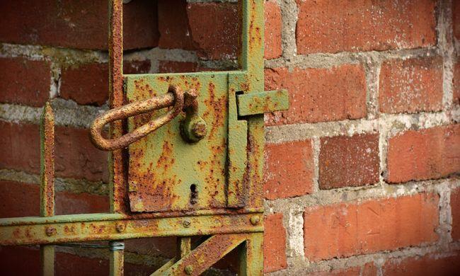 Zsuzsának hazudta magát a társkeresőn, lopás után bezárta a kiskaput
