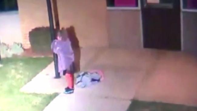 Kint hagyta ötéves gyerekét a fagyban, azt mondta neki, aludjon