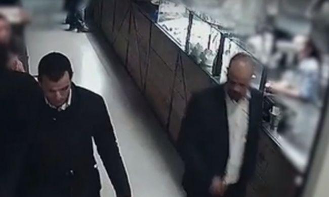 Elegáns úriembernek öltözve fosztották ki az éttermet az Andrássy úton, ők azok