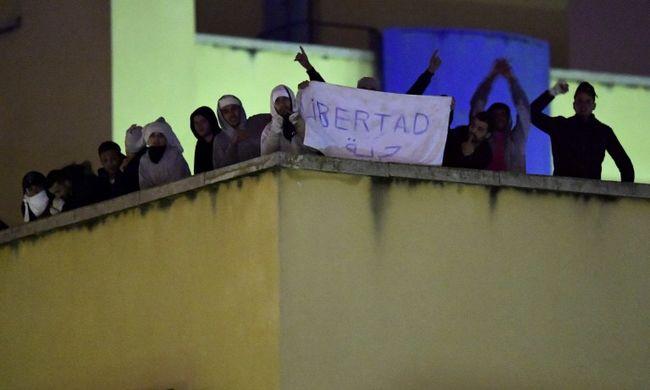 Törtek-zúztak az őrizetbe vett migránsok