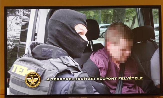 """Teréz körúti robbantás: """"csak a vak nem látja, hogy nem a fiam van a fotókon"""""""