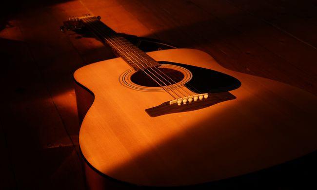 Pajszerral támadt a magyar gitárosra egy zenélni vágyó férfi