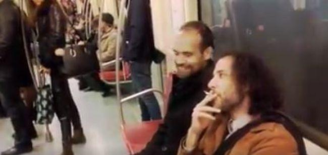 A 4-es metrón gyújtott rá ez a férfi - videó