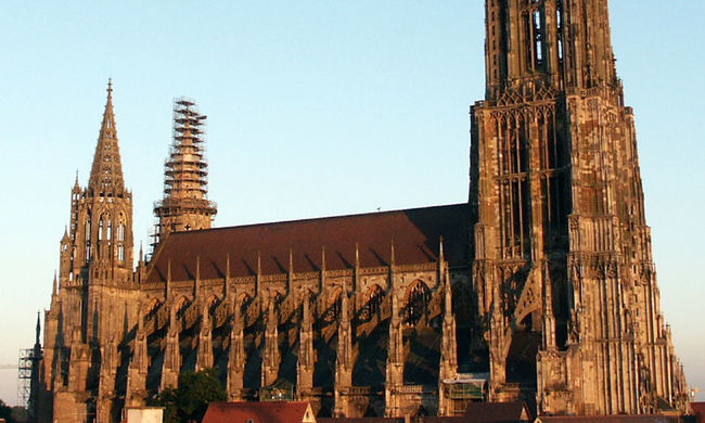 Összedőlhet a híres templom, olyan sokan pisiltek rá