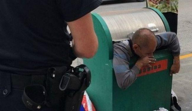 Kukába szorult egy hajléktalan, alig bírták kimenteni