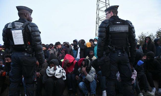 Fokozzák a migránsok a nyomást - bosszút állnak a tábor felszámolásáért