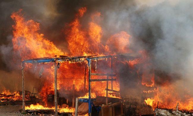 Vége a migránsválság szimbólumának - felgyújtották a Dzsungelt