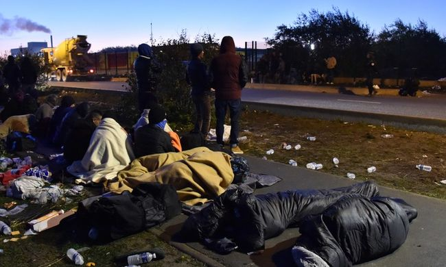 Sokkot kaptak a franciák: újabb migránstáborok nyílnak