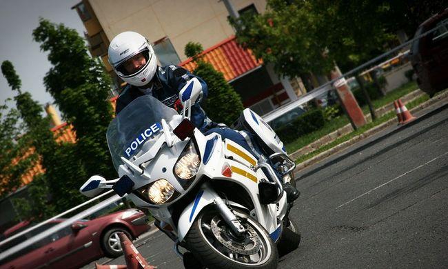 Motoros rendőr gázolt el egy kisgyereket