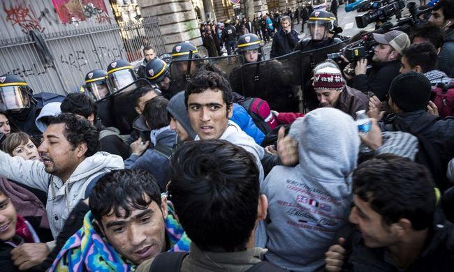 Teljes a káosz a fővárosban, összecsaptak a migránsok és a rendőrök
