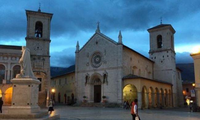 Romokban Olaszország, műemlékek vesztek oda