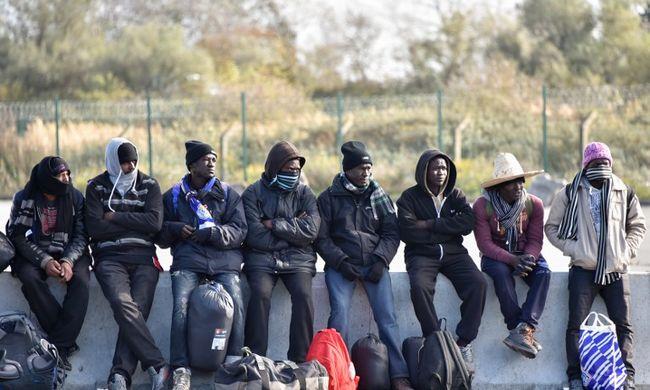Prostituáltként keresik meg az utazási költséget a migránsfiúk