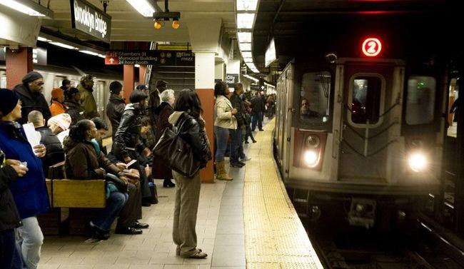 Halálra gázolta a metró az akrobatamutatványt gyakorló fiút
