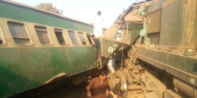 Sokan a roncsok közé szorultak a halálos vonatbalesetben