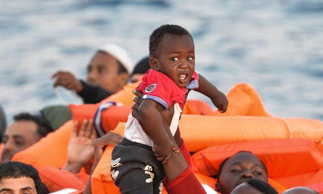Holttestekkel teli csónak sodródott a tengeren