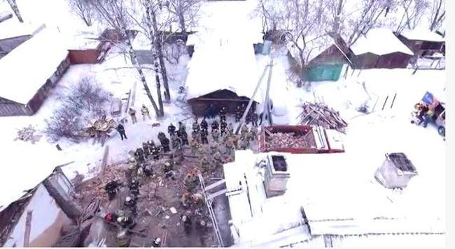 Összedőlt egy kétemeletes ház, hatan meghaltak - videó