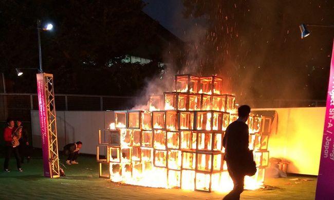 Egy kiállításon égett halálra egy kisfiú