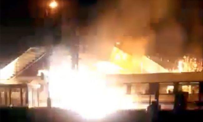 Felrobbanó vonat miatt szabadult el a pánik