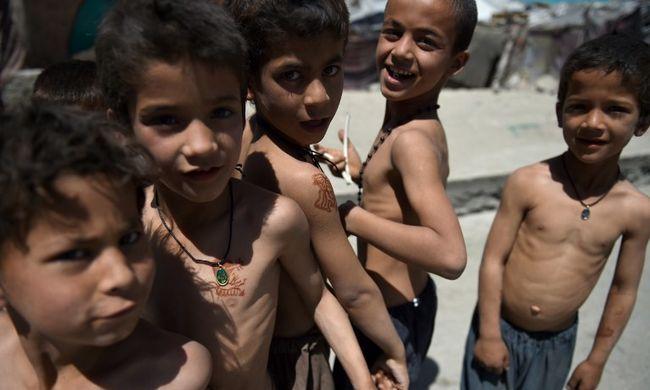 Nincs vége a rémálomnak, gyerekek ezreit tette tönkre az Iszlám Állam