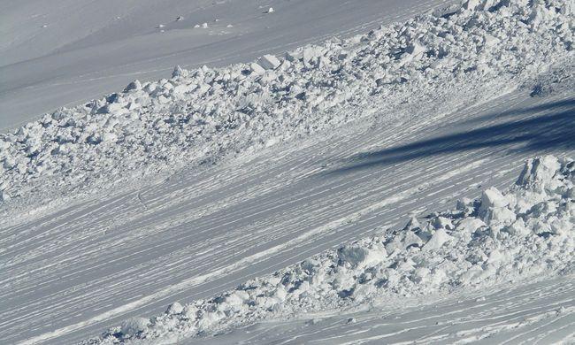 Túl sok hó esett, lavinaveszélyre figyelmeztetnek