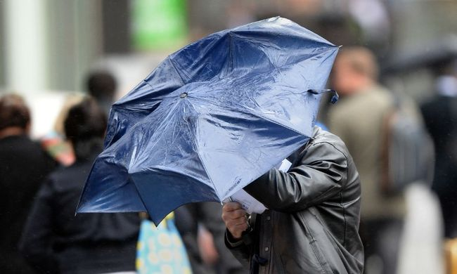 Az egész ország másodfokú riasztást kapott: durva viharok jönnek