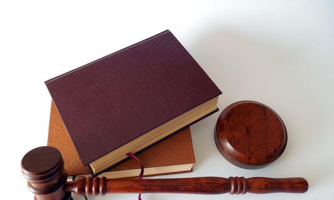 Felsikított az áldozat az ítélethirdetéskor - 9 évet kapott a lúgos támadással vádolt orvos