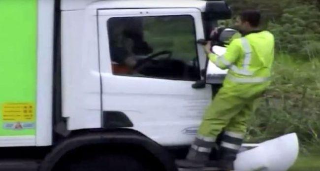 Ásóval esett a kamionnak a koccanás után - videó