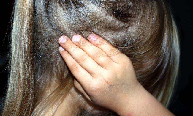 Borzalmas sebek borították a kislány holttestét