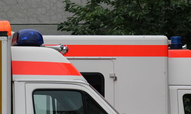 Mentők lepték el az utcát: kínhalált halt egy ikerpár