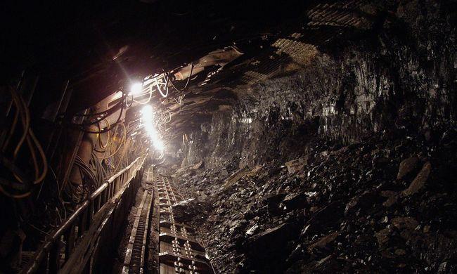 Megszakadt az áramellátás, közel ezren rekedtek egy bányában