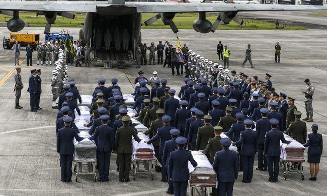 Az utolsó pályára lépés: így búcsúztatták a légikatasztrófában elhunyt brazil focistákat + galéria