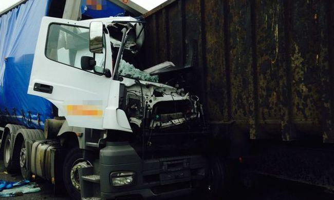 Horrorbaleset: a szemébe cseppentett a sofőr, halálra gázolta a sokgyerekes apukát