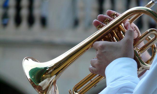 Trombitájával verték agyon az óvodásokat megrontó zenészt
